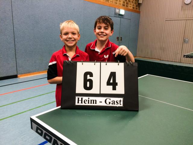 Das Bild zeigt die strahlenden Sieger v. l.: Lukas Götz und Barni Suranyi